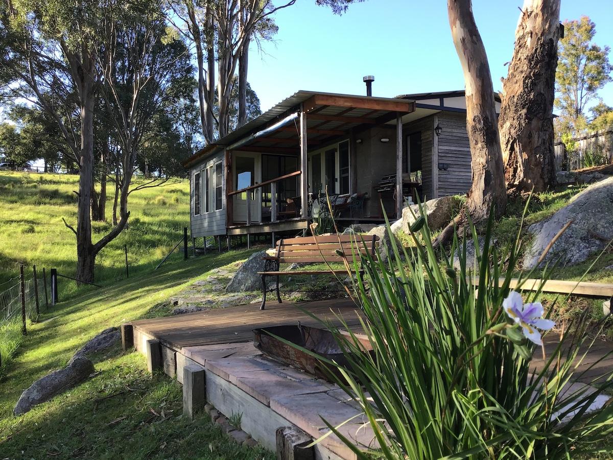 Fig Tree Cabin-Recreated bush cabin,pet friendly