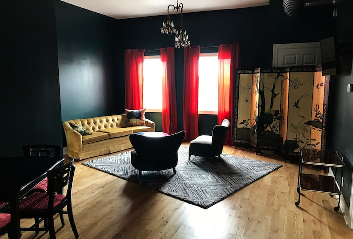 LuLu Deluxe: 2 bedroom apartment in hip Bay View!