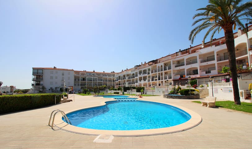 0180-SANT MAURICI Apartment with community pool