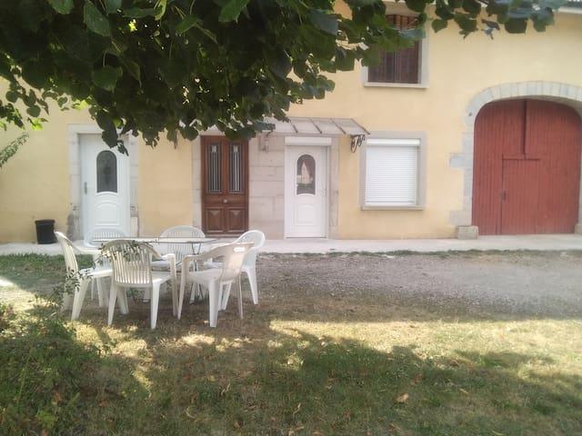 Montigny-sur-l'Ain的民宿