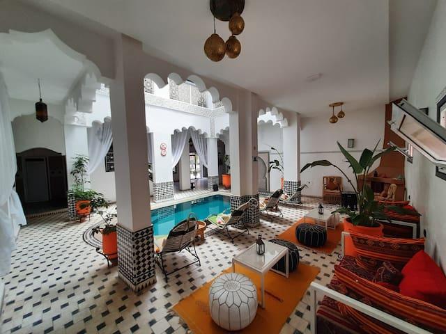 瓦尔扎扎特民宿