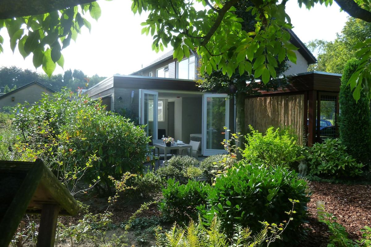 Luxurious studio with garden