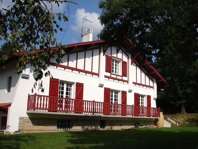 Saint-Palais的民宿