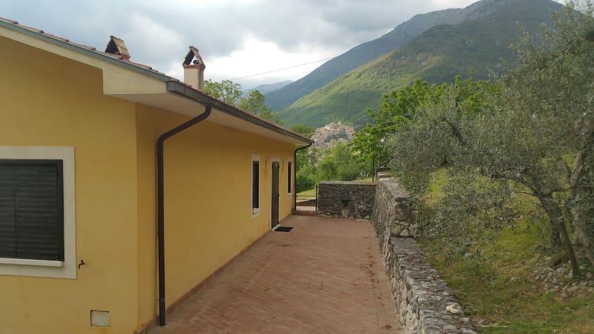 San Donato Val di Comino的民宿
