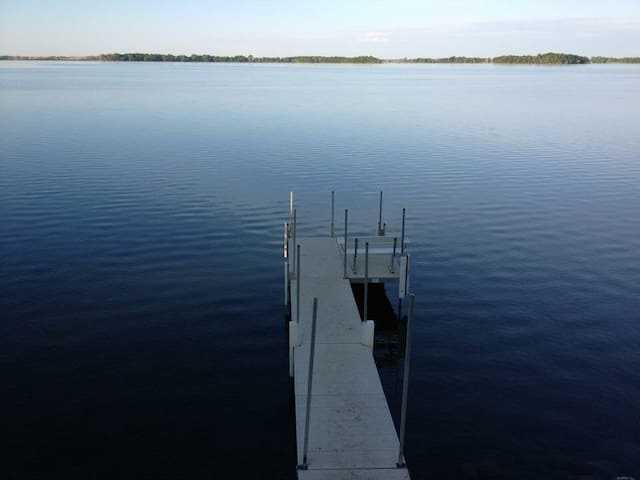 Come relax on the lake!