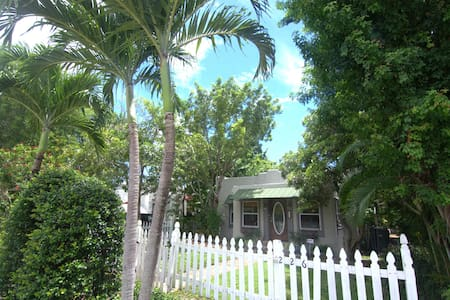 Charming Beach Bungalow with Pool! Close to beach