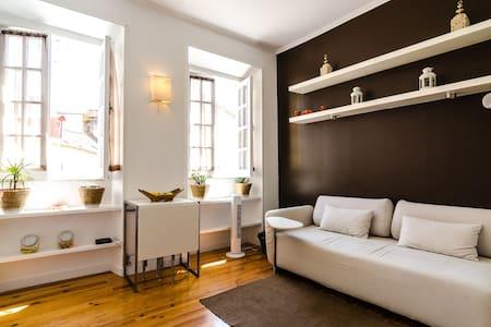 Bright & cozy apartment in Alfama