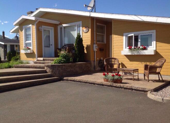 Carleton-sur-Mer的民宿