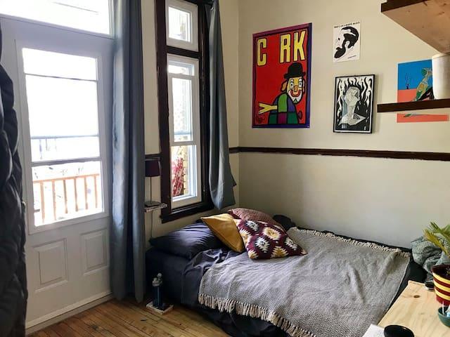 Cozy & luminous room in beautiful appartment