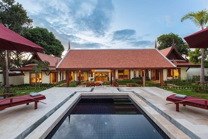 Luxury Pool Villa Baan Tiwa