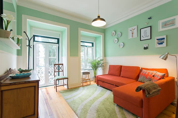 Cosy apartment w/ terrace in central Lisbon