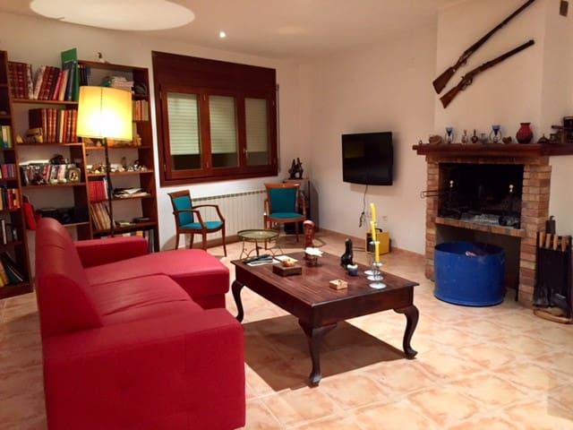 Castelló de Farfanya的民宿