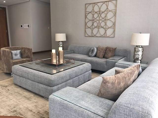 2BR WALKING FROM CITY CENTER MALL , SERVICED