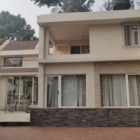 Whistling Woods Homestay- Villa+lake+king size bed