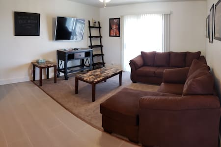 ELEGANT 2 BED APARTMENT SECONDS FROM DOWNTOWN PAGE