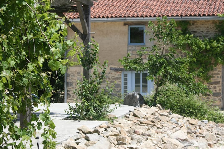 Le Pavot 3 persons Holiday Cottage