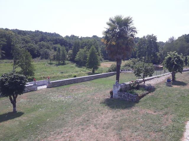 Gardes-le-Pontaroux的民宿