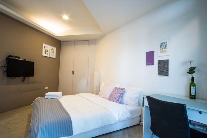 Tidy Apartment in Central Taipei!
