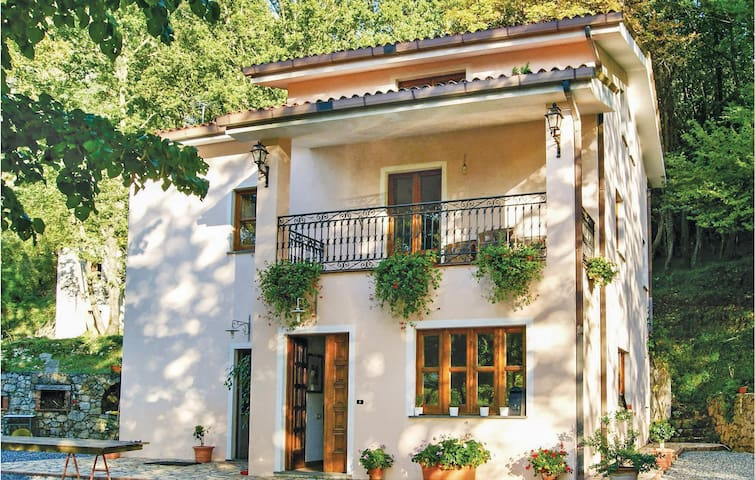 Holiday cottage with 5 bedrooms on 200m² in Maratea PZ