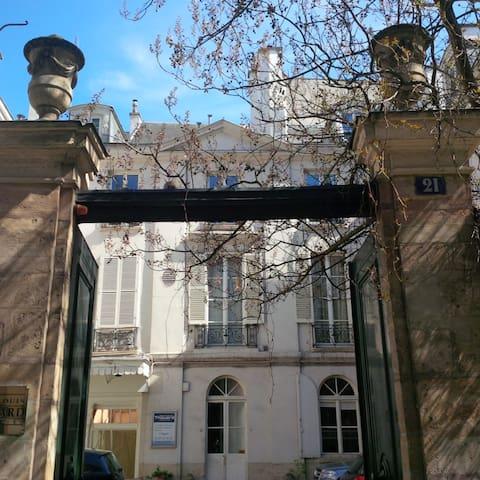 Saint Germain Près studio dans hôtel particulier