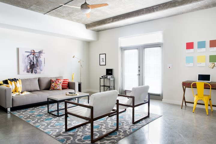 Stylish Suite Downtown near Lady Bird Lake