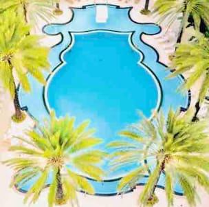 *RESORT STYLE BEAUTIFUL Miami condo !