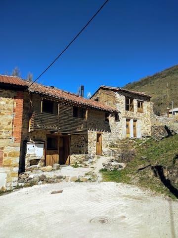 Cuevas de Vinayo的民宿