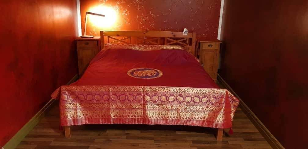 Parila Home Stay - private room with breakfast