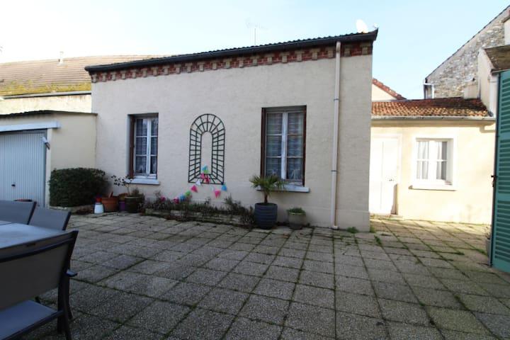 Villiers-Saint-Frédéric的民宿