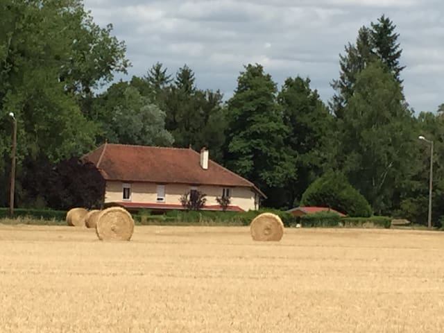Chambre à louer dans ancien moulin vers Pesmes..