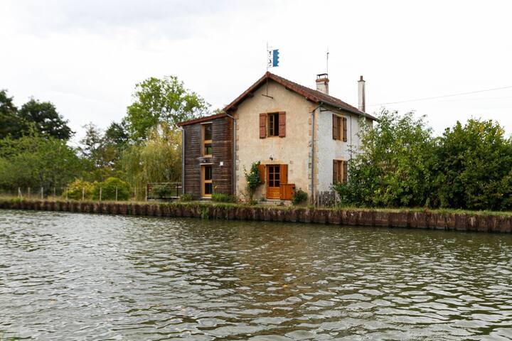 Bourg-le-Comte的民宿
