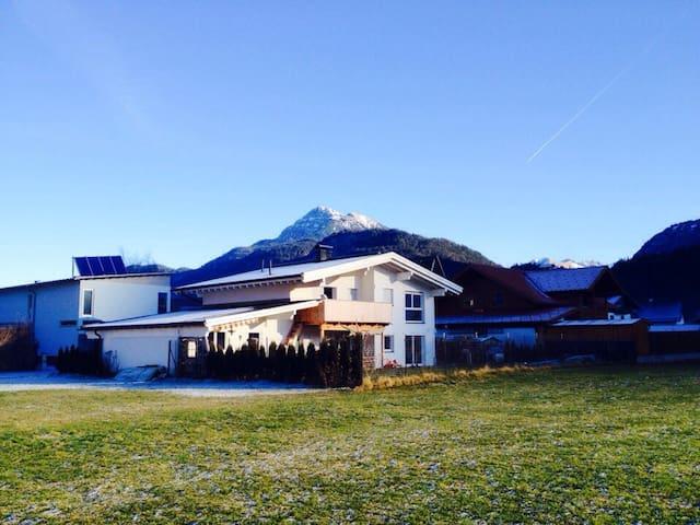 Gemeinde Weißenbach am Lech的民宿