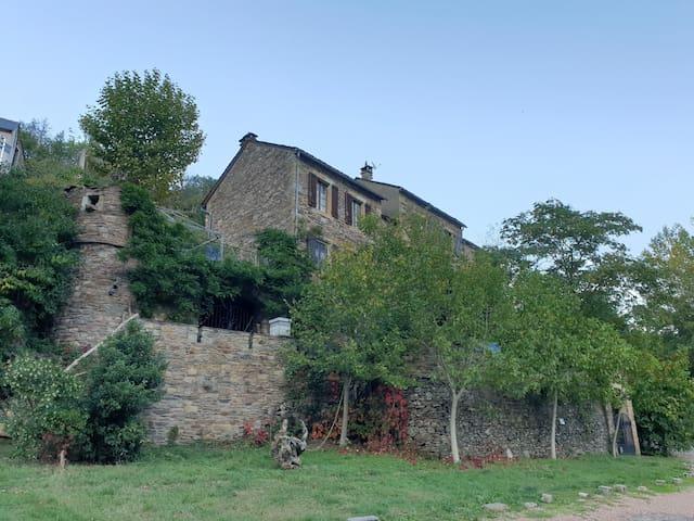 Brousse-le-Château的民宿