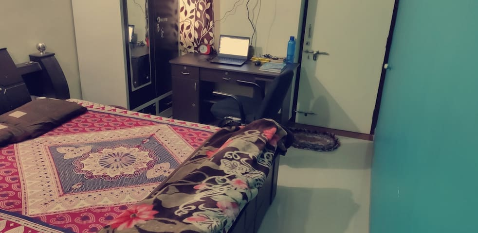 Comfortable Room with WiFi into Shared Apartment