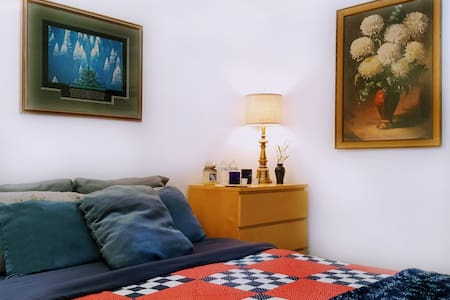 COMFY Private Room in Upscale Quiet Location