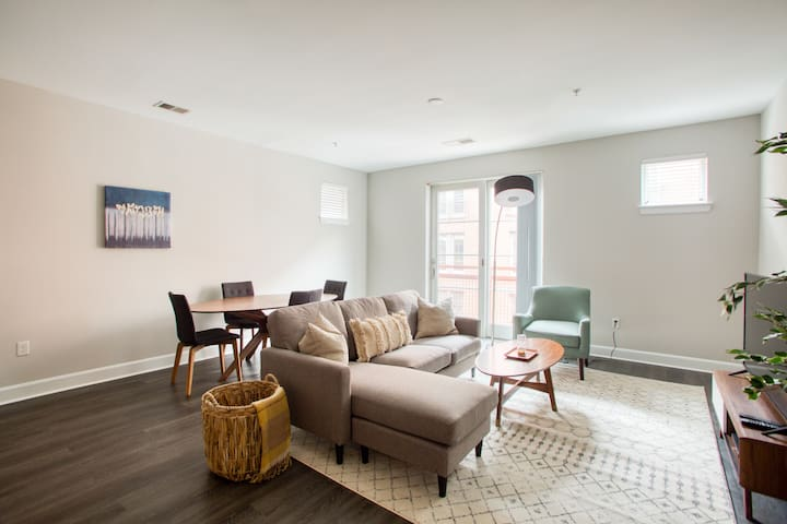 2BR Apartment in Bethesda