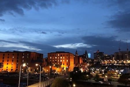 BREATHTAKING VIEW to Albert Dock & City FREE PARKG