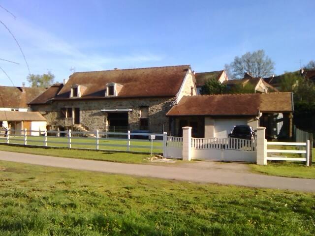 Aubigny-la-Ronce的民宿