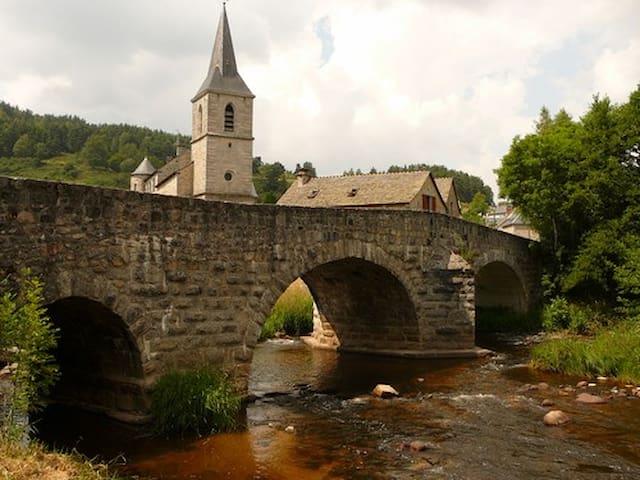 Saint-Juéry的民宿