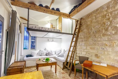 Small house in Paris Center 5p