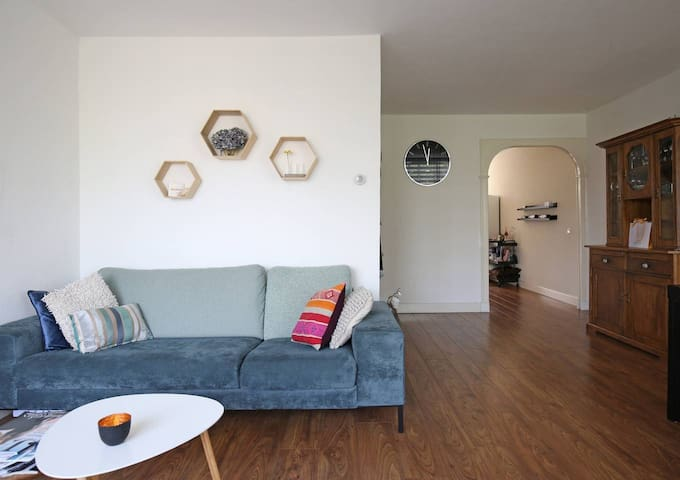 Great modern apartment in hip north area