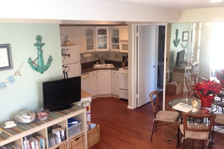 Charming Condo Steps From Bay and Ocean Beaches