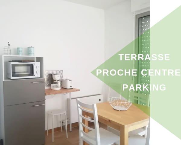 Studio avec terrasse, place parking, fibre optique