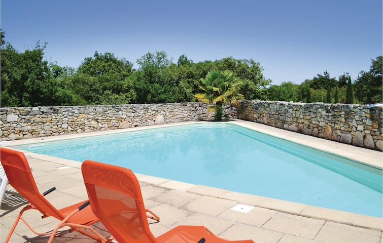 Holiday cottage with 2 bedrooms on 120m² in Padirac