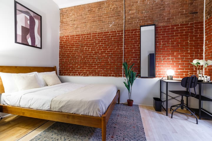 Room to Move in Convenient Tribeca Location