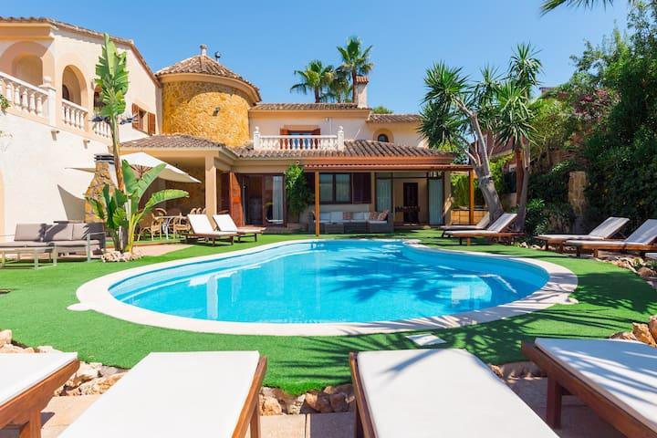 Castellet. Great villa with pool near Palma.