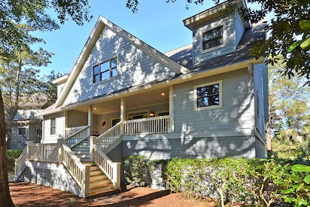 25OceanGreenClose to pool and beach