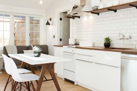 Modern, Light-filled Laurelhurst Guest House