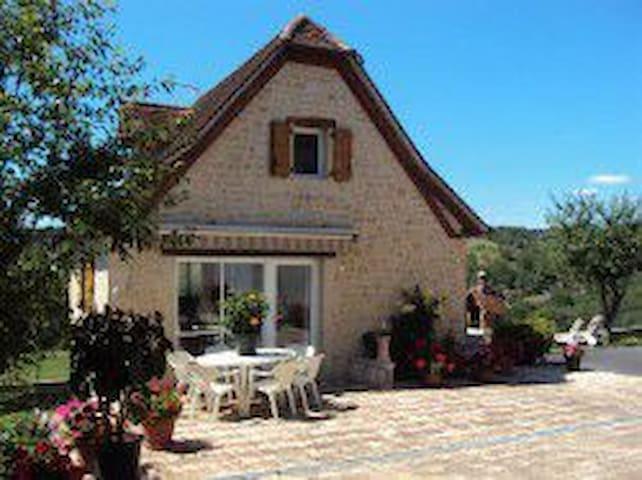 Saint-Laurent-les-Tours的民宿