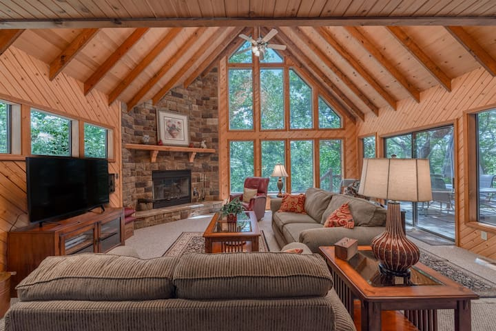 NEW! Aspen Spur Trail Retreat by Innsbrook Vacations